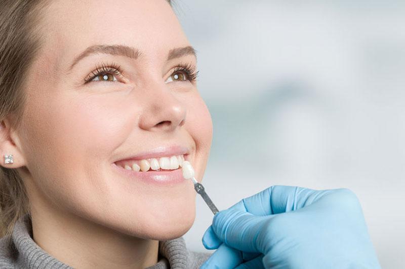 Zahnarztpraxis Mügeln - ästhetischer Zahnersatz Farbanalyse